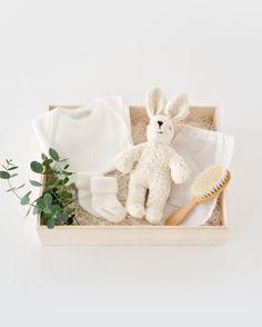 WELCOME BABY うさぎのぬいぐるみとベビーブラシのギフトセット Baby Gift Box, Baby Box, Diy Gift Baskets, Gift Hampers, Craft Gifts, Diy Gifts, Curated Gift Boxes, Baby Hamper, Gift Wraping