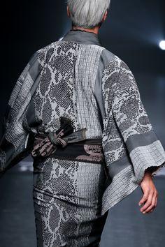画像: 12/67【JOTARO SAITO】 Male Kimono, Kimono Top, Modern Hanbok, Japanese Outfits, Yukata, Dress Suits, Couture, Drawing People, Asian Fashion