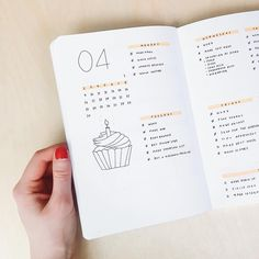 Bullet journal weekly layout, cupcake drawing, mildliner. | @journalbeanie