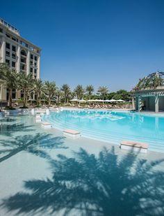 Le Palazzo Versace à Dubaï http://www.vogue.fr/voyages/hot-spots/diaporama/versace-ouvre-un-htel-duba-palazzo-2015/23706#versace-ouvre-un-htel-duba-palazzo-2015-4