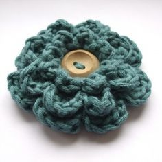 Free crochet flower pattern. (to use with headband)