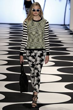 Nicole Miller | Spring 2015 Ready-to-Wear | 20 Multicolour mottled long sleeve sweater and monochrome floral trousers