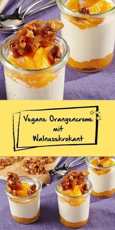 Dieses Weihnachtsdessert ist eine süße Sünde wert: Die Orangencreme mit Walnusskrokant wird aus Soja-Joghurt und Agaven-Dicksaft zubereitet. Das Dessert ist vegan und mega lecker! Probiere es aus und begeistere deine Lieben.