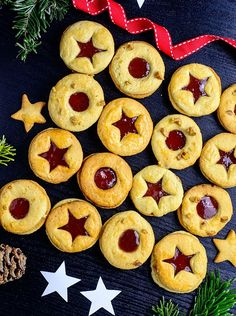Christmas linzer cookies with strawberry jam | myzucchinirecipes.com