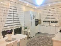 Altın ve mor detaylar ile göz alıcı. Modern Curtains, Drapes Curtains, Rideaux Design, Modern Interior, Interior Design, Boho Home, Curtain Designs, Dream Bathrooms, Küchen Design