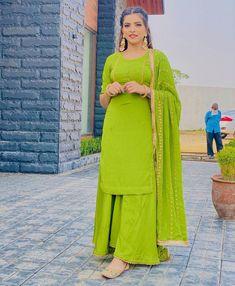 Fancy Dress Design, Stylish Dress Designs, Designs For Dresses, Stylish Dresses, Simple Dresses, Indian Bridesmaid Dresses, Indian Bridal Outfits, Indian Fashion Dresses, Indian Designer Outfits