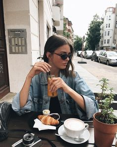 Cafe Pictures, Birthday Girl Quotes, Fun Live, Wild Girl, Insta Goals, Coffee Girl, Photo Work, Instagram Pose, Insta Photo Ideas