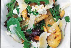 Pikanter Salat von Birne und Ziegenkäse