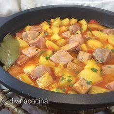 Esta receta de marmitako es un clásico de la cocina tradicional. Hay muchas versiones con más o menos ingredientes pero si el atún es fresco no hay que añadir mucho para que el resultado sea perfecto. Fish Recipes, Meat Recipes, Cooking Recipes, Healthy Recipes, Savoury Recipes, Good Food, Yummy Food, Peruvian Recipes, Small Meals