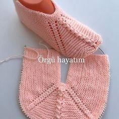 Best 12 Stylish and easy knitted booties model made – Canım Anne – SkillOfKing. Easy Knitting, Knitting Patterns Free, Crochet Patterns, Crochet Skirt Pattern, Bra Pattern, Make And Do Crew, Knitted Booties, Knitted Slippers, Crochet Shoes