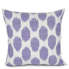 I like the color and pattern of this pillow