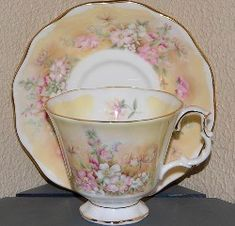 Royal Albert - Shakespeare's Flowers - Meadows with Delight Pretty Mugs, Afternoon Tea Parties, Teapots And Cups, Royal Albert, Tea Sets, Vintage China, Tea Cup Saucer, Fine China, High Tea