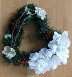 Biele srdce Christmas Wreaths, Holiday Decor, Home Decor, Decoration Home, Room Decor, Home Interior Design, Home Decoration, Interior Design