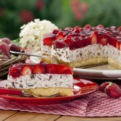 """Erdbeertorte """"Stracciatella Art"""" Christa Klausmeyer has been producing the recipe for this strawberry cake for over 20 years. Since her three children aged 13 and 10 years like cake … – Easy Vanilla Cake Recipe, Chocolate Cake Recipe Easy, Easy Cake Recipes, Chocolate Recipes, Baking Recipes, Dessert Recipes, Baking Desserts, Dessert Food, Cheesecake Recipes"""