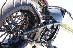 Fatty bobber - Yamaha R1 - Flank returnofthecaferacers.com