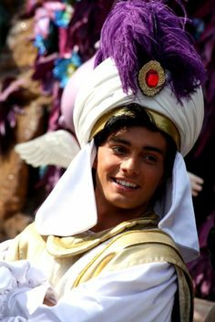 Disney Cosplay Who is thiss? He's pretty much what I imagined Aladdin would look like in real life! So amazing (hot) *-* - Epic Cosplay, Disney Cosplay, Amazing Cosplay, Male Cosplay, Cosplay Ideas, Disney Dream, Disney Love, Disney Magic, Disney Parks