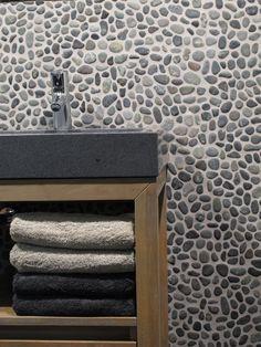 Natuurlijke en authentieke vloer- en wandtegels van Stone Age. Stone Bathroom, Master Bathroom, Modern Toilet, Ikea, Bathroom Tile Designs, Bathroom Pictures, Bath Design, Bathroom Inspiration, New Homes