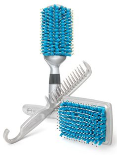 Absorbent brushes for quick after-shower styling!