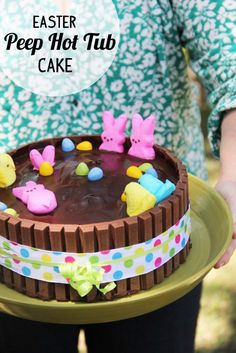 Lil' peep and bunny hot tub! Holiday Cakes, Holiday Desserts, Holiday Treats, Easter Desserts, Peeps Recipes, Easter Recipes, Dessert Recipes, Easter Peeps, Easter Treats