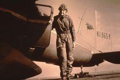 Il 21 maggio 1932, Amelia Earhart diventa la prima donna a completare la traversata dell'Oceano Atlantico con un volo senza scalo. Impiega quattordici ore e cinquantasei minuti per arrivare da Terranova a Londonderry, nell'Irlanda del Nord.