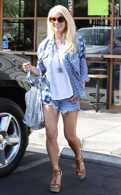 The hot mama is all smiles as she shows off her legs in Calabasas, Calif. while leaving Fish restaurant.