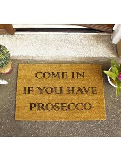 Novelty Prosecco doormat made from a high quality tufted coconut fibre which is a perfect durable mat for everyday use! Add some fun and style to your entrance and make your guests smile next time they visit. Ideal gift for a Prosecco drinker