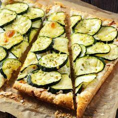 El tándem 'verduras & queso' nos chifla. Aquí será la combinación de calabacines y queso 'ricotta' la que vamos a emplear para preparar este delicioso hojaldre. Una receta tan sencilla como sabrosa. ¿A qué esperas para encender el horno? Queso Ricotta, Zucchini, Vegetables, Cooking, Cactus, Recipes, Food, Chicken And Vegetables, Zucchini Cupcakes