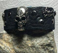 Lederarmband,+Nieten,+Kreuz,+Skull,+Unisex+von+Marlieschens+Werkparadies+auf+DaWanda.com
