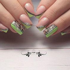 Nos conseils pour une manucure violette réussie. Em Nails, Fancy Nails, Cute Nails, Pretty Nails, Acrylic Nail Art, Gel Nail Art, Nail Manicure, Nail Art Arabesque, Nagellack Trends