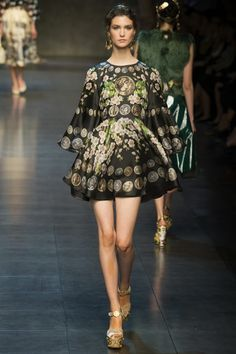 Dolce & Gabbana presented spring-summer 2014 collection at Milan Fashion Week. This time the brand was inspired by ancient Rome culture...
