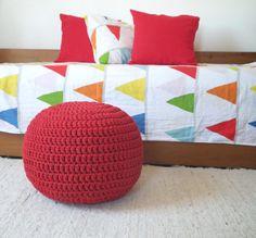 Pufe de croché vermelho - Grande almofada de chão encarnado - Casa Decor    Almofada de chão em croché vermelho - Nova colecção  Adorável para os                                                                                                                                                      Mais