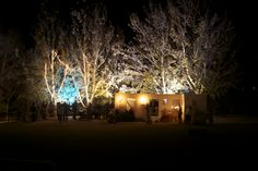 Els estels il·luminen el naixement. És una imatge de l'edició de l'any 2013. Chandelier, Ceiling Lights, Lighting, Home Decor, Candelabra, Decoration Home, Room Decor, Chandeliers, Lights