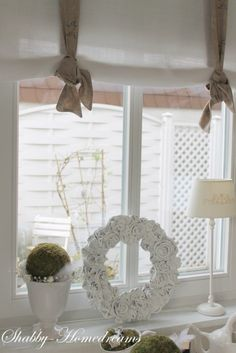 Top 40 Shabby Chic Christmas Decoration IdeasWhen contemporary meets vintage, a shabby chic is born. This idea reminds you of pastel shades, antique stockings, vintage crystals, pearls, stunning laces, handmade ornaments, and lots more. This year, you can also go for shabby chic Christmas decorations for