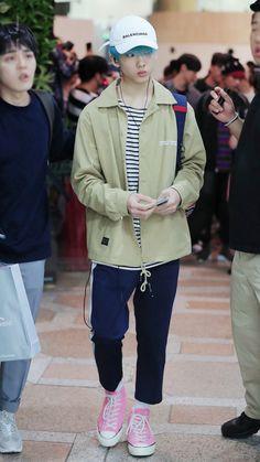 Look at Jisung. Can he just stop growing? Nct 127, Yang Yang, Winwin, Jaehyun, Nct Dream, Taeyong, Park Jisung Nct, Yuta, Fandom