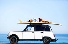 Surfing Renault 4 in Biarritz Peugeot, Toyota, Side Car, The Last Samurai, Old School Cars, Biarritz, Surf Trip, Surf Style, Vintage Trucks