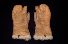 Saw these single-fingered mittens on people that took my flight up to Canada.  It was about 20 BELOW 0...and that was WITHOUT the wind chill factor.  So I guess THESE are the mittens to have!!!!!