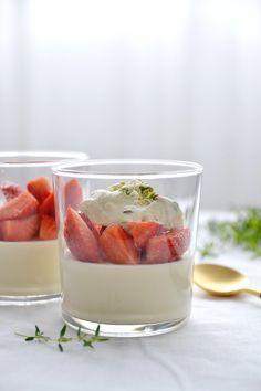 Simple comme la crème prise de miel et thym, salade de fraises de Christophe Pauly (Le Coq aux champs)