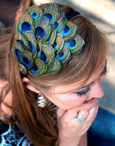 Peacock Feather Headband- for peacock costume Peacock Jewelry, Feather Jewelry, Feathered Hairstyles, Diy Hairstyles, Peacock Costume, Feather Fashion, Peacock Wedding, Peacock Theme, Feather Crafts