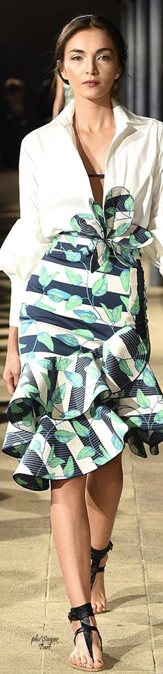 Saia e cores Johanna Ortiz Columbia Fashion Week 2016 Fashion Week 2016, Fashion 2017, Love Fashion, Runway Fashion, Fashion Show, High Fashion, Fashion Outfits, Womens Fashion, Fashion Design