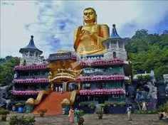 Sri Lanka - The Dambulla Cave Temple is located east of Colombo Cool Places To Visit, Places To Travel, Places To Go, Vacation Places, Voyage Sri Lanka, Best Romantic Getaways, Le Sri Lanka, Vietnam, Golden Temple