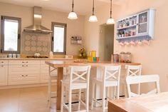 מטבח פלוס1 סלון (1 of 1) Countryside Kitchen, Kitchen Dining, Dining Room, British Style, Home Kitchens, Design Inspiration, Design Ideas, Sweet Home, New Homes