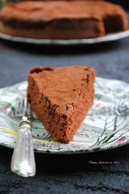 The famous chocolate cake with only egg whites – backen Sweet Recipes, Cake Recipes, Dessert Recipes, Chocolate Desserts, Chocolate Cake, Burritos, Nutella, Pie Co, Famous Chocolate