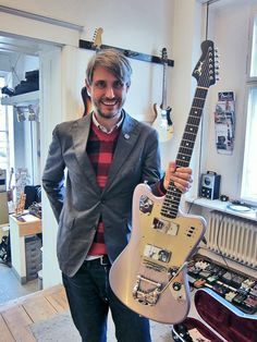 Dirk and his new Deimel Firestar!   www.deimelguitarworks.de