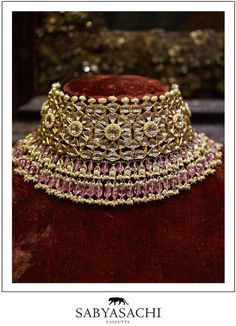 Wedding Jewelry From Anushka's Sabyasachi wedding lehenga to the gorgeous decor and stunning Italian destination wedding venue - find every single wedding photograph and video from the Wedding of the Year here! Best Jewelry Stores, Jewelry Shop, Fashion Jewelry, Gold Fashion, Trendy Jewelry, Jewelry Holder, Bridal Fashion, Jewelry Accessories, Jewelry Making