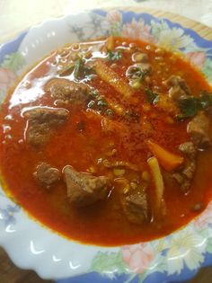 Lencsegulyás leves Thai Red Curry, Chili, Food And Drink, Favorite Recipes, Meals, Cooking, Ethnic Recipes, Red Peppers, Kitchen