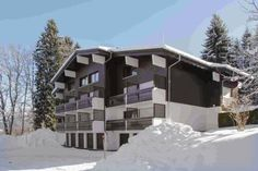 Apartment Route du Vernay COMBLOUX Apartment route du vernay offers accommodation in Combloux, 600 metres from Beauregard Ski Lift and 300 metres from Mowgli Ski Lift. The unit is 500 metres from Combloux Ski School.