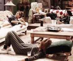 Imagem de friends, monica geller, and phoebe buffay Friends Episodes, Friends Moments, Friends Series, Friends Tv Show, Best Friends, Best Tv Shows, Favorite Tv Shows, Best Shows Ever, Movies Showing