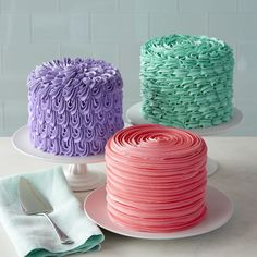 You may think it's just for piping stars and swirls, but the star decorating tip 1M can be used for so much more! Make one or make them all…these small 6 in. cakes are great for birthday parties, wedding showers, baby showers and more.
