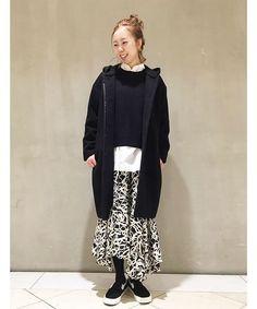 ◆アクセントになる柄スカート  パッと目を引く柄のスカートをメインにしたスタイリングです。