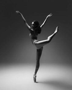 Pamela Barnes.  📷 Taylor-Ferné Morris. Dance Picture Poses, Dance Photo Shoot, Dance Pictures, Dance Pics, Jazz Dance, Dance Photography Poses, Contemporary Dance Photography, Contemporary Dance Poses, Contemporary Ballet